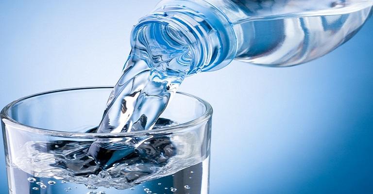 Air demineralisasi air aquades